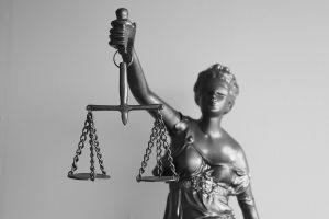 vekselis skolos isieskojimas teisme teisines paslaugos
